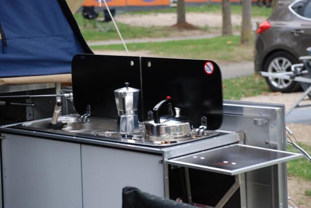 Küche an Heckklappe montiert